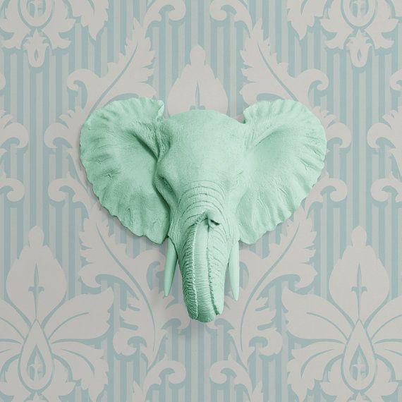 De Mini Savannah in Mint  Faux olifant Head  door WallCharmers