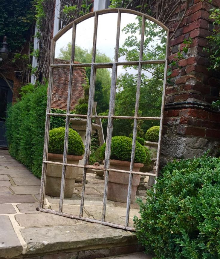 How to Use Mirrors in the Garden To Improve Your Design |