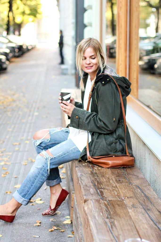 Herbstoutfit, Streetstyle, Parka, rote Schuhe, red shoes, fashion, outfit, Style, ripped jeans, fashionblog