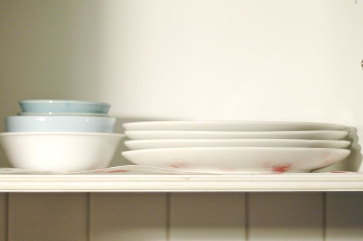 Arrange dishes in kitchen cabinets kitchen cabinets for Arranging dishes in kitchen cabinets