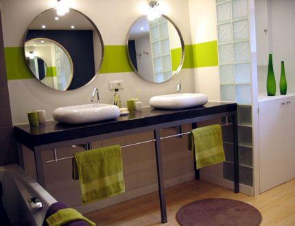 Apporter de la couleur à votre pièce - Relooker sa salle de bains sans se ruiner - Journal des Femmes Décoration