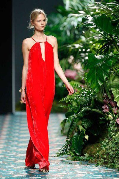 22 robes de soirée longues rouges 2017 : Choisissez votre préférée ! Image: 13
