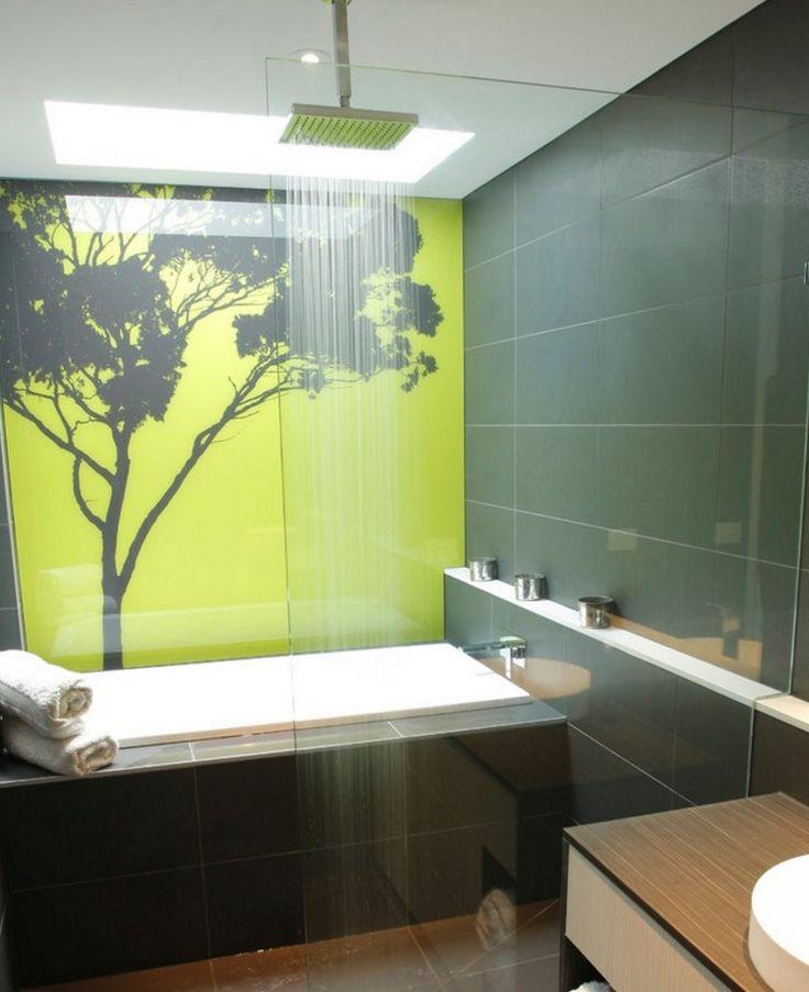 panneau d coratif mural en verre dans la salle de bains l alternative tendance au carrelage. Black Bedroom Furniture Sets. Home Design Ideas