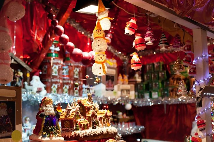 Christmas markets in Paris. Have a Christmas holiday in Paris. Find cheap flights to Paris with WOW air.