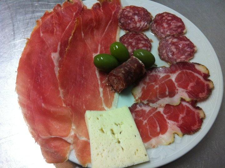 Prodotti tipici della Tuscia:i formaggi e i salumi. Typical food from Tuscia.Foto di zi titta