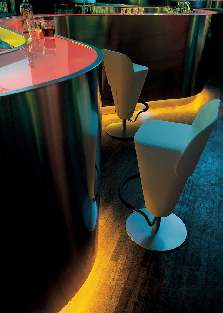 Hi Tau S, modern barstool with a swivelling base, designed by Roberto Romanello.