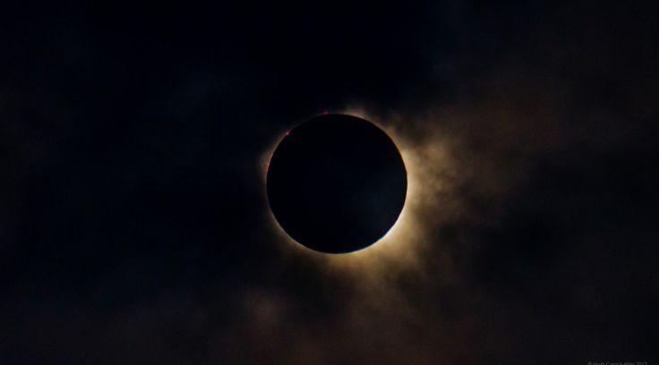 EL ECLIPSE SOLAR DEL PRÓXIMO DÍA 20 DE MARZO SERÁ ESPECIAL…  MARZO 12, 2015JOSE MARIA (GAME)19 COMENTARIOS  El primer eclipse del año llegará el viernes de la próxima semana (20 de marzo).  Este eclipse será un poco diferente a los normales. Esté comenzará a tan solo 15 horas antes del equinoccio de marzo que marcará el comienzo de la primavera astronómica en el hemisferio norte. A parte de todo eso la sombra de la totalidad de la Luna cruzará la ruta por el Ártico y terminará sobre el…