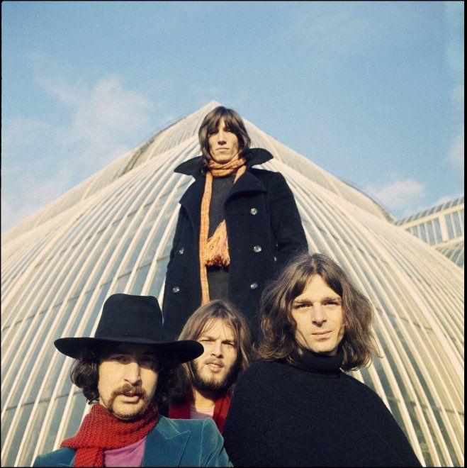 Dopo David Bowie e i Rolling Stones, un altro mito della musica rock arriva in un museo. Il Victoria