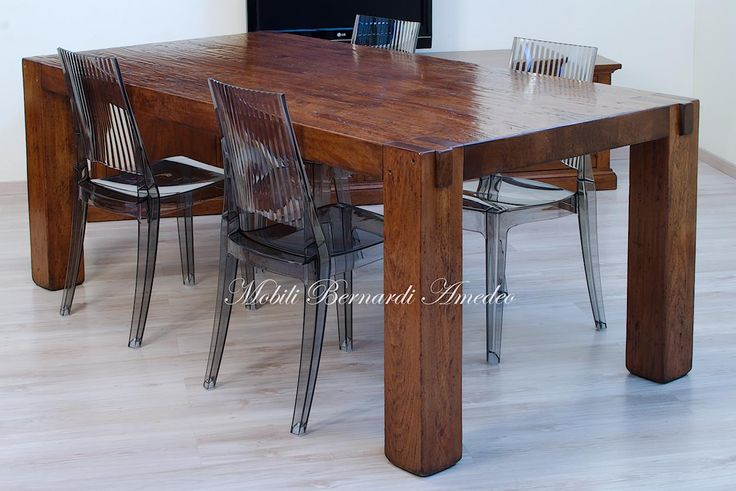 Tavolo moderno in legno massello di olmo con gambe ad incastro, finitura piallata a mano. Solid wood table, 200x102 cm, with solid squared legs.