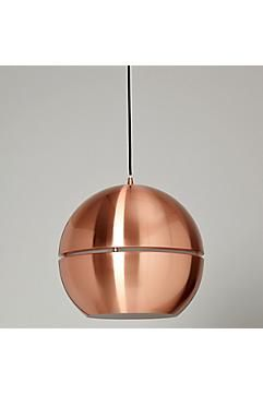 Deze koperkleurige metalen retrolamp is gebaseerd op verlichting uit de jaren '70.