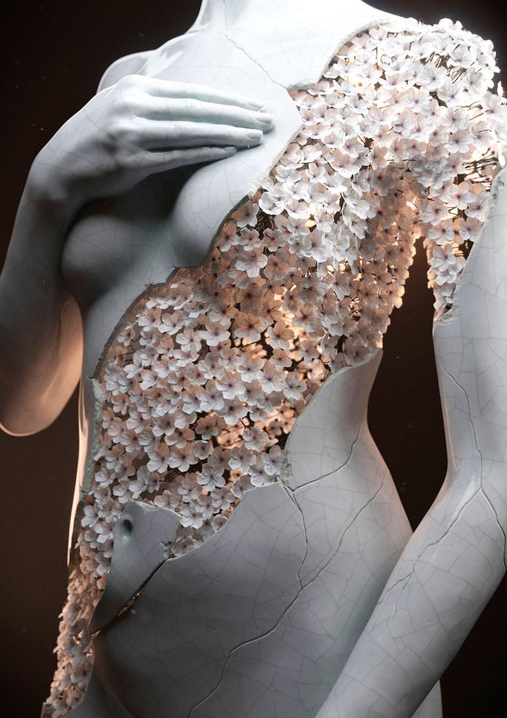 <p>Blossoming digital sculptures by Jean-Michel Bihorel combine artist's fascination with flowers and the female form. He designs figures made of cracked marble, where the gaps are filled with dried h