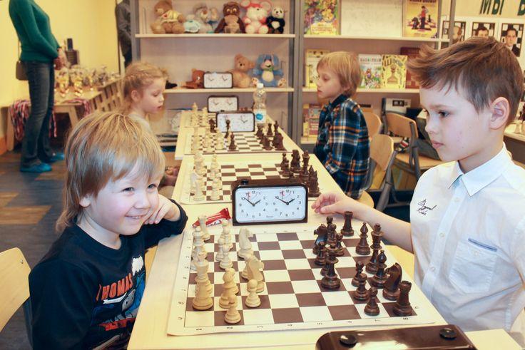 Разница в возрасте - не помеха. Шахматное мастерство измеряется в категориях.