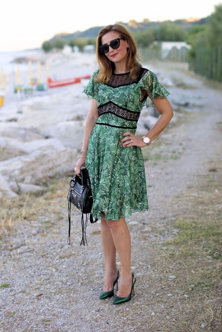 Metisu Flutter sleeves hollow out leaves print dress