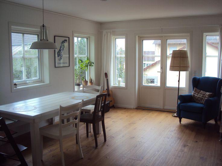 """Schwedenhaus """"Atle"""": viele Landausflair pur! Großformatige Sprossenfenster  bringen viel Licht ist Haus und gewähren einen weiten Ausblick. Baubüro Süd der Akost GmbH: www.bau-dein-schwedenhaus.de"""