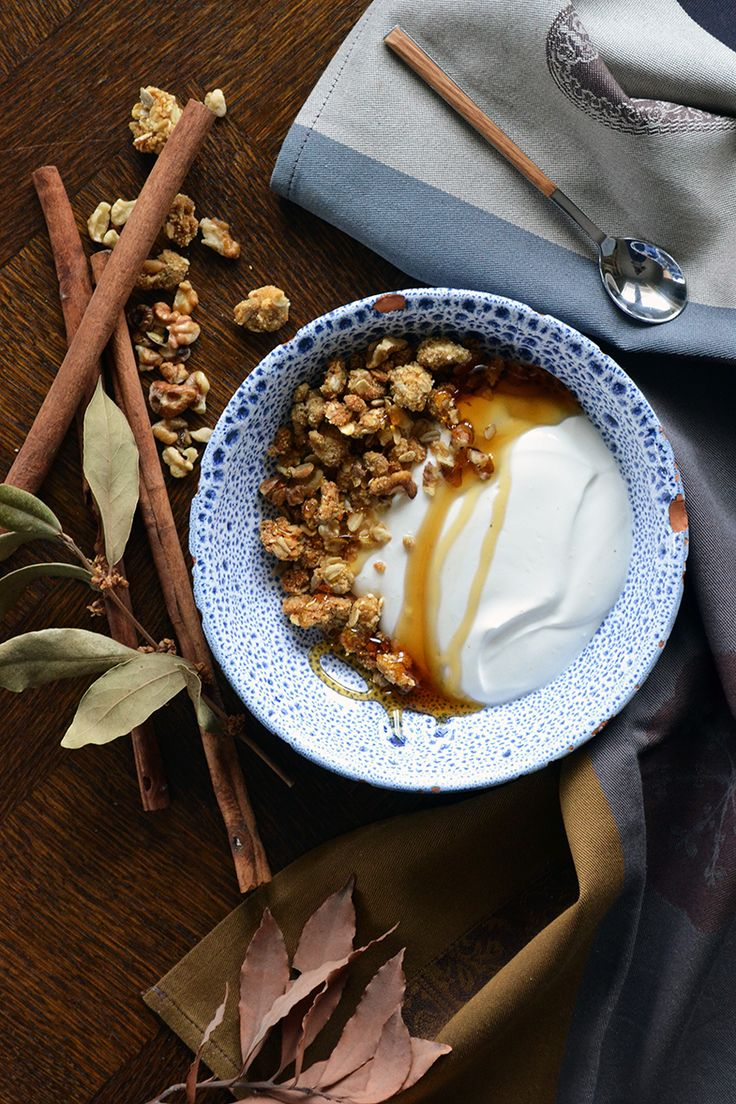 granola bites with rusk, walnuts, pine nuts and cardamon