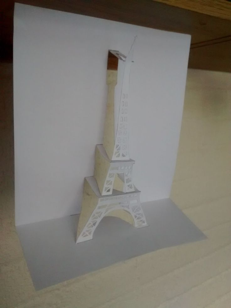 Kirigami eiffel tower