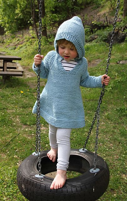 Little girl hoodie dress free knitting pattern.