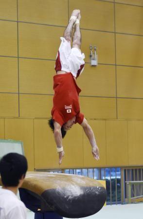 跳馬の練習をする内村航平=東京都北区の味の素ナショナルトレーニングセンター ▼12Aug2014共同通信|内村航平、跳馬で新技披露 世界体操男子代表の合宿 http://www.47news.jp/CN/201408/CN2014081201002045.html #Kohei_Uchimura #内村航平 #Vault_gymnastics #跳马 #跳馬