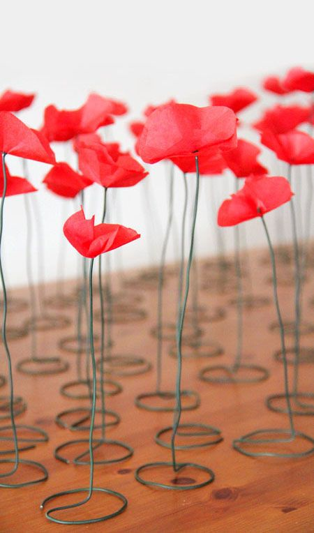 Here's a cute way to make poppies! Just 2 circles and green wire. Page is in french, but the pics are pretty self-explanatory.