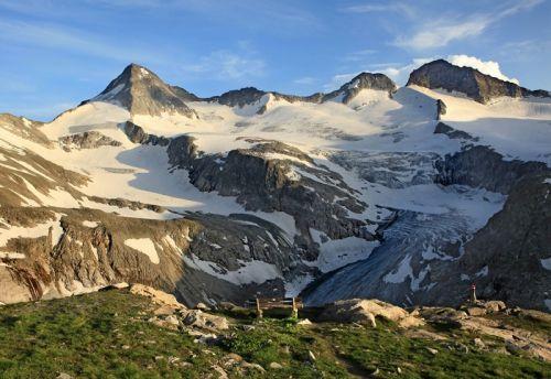 Geführte #Bergtour auf den #Großvenediger.  Der Großvenediger ist mit 3666m der 4. höchste Berg Österreichs. Der Großvenediger ist mit 3666m der 4. höchste Berg Österreichs. Mit seinen weiten und großen Gletscherflächen ist er von allen Seiten beeindruckend. Die geführte #Wanderung kannst du direkt bei #Royalticket buchen.