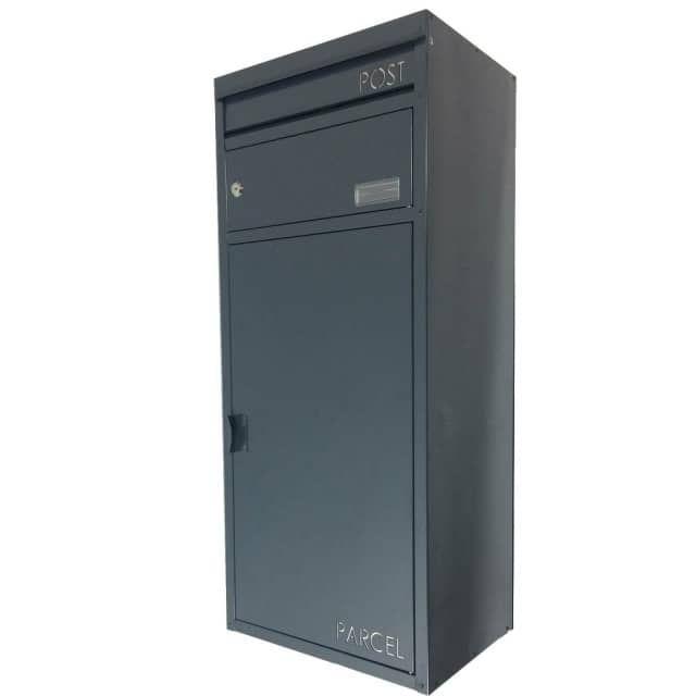 SafePost Standbriefkasten / Briefkasten SP65 mit gesichertem PaketfachPostfach mit Metallstange zur Bedienung des PaketfachesVersenkbarer Zwischenboden - dadurch optimale Raumausnutzung (bis zu 60 Liter)Paketfach (ohne Zusatzschlüssel)Hinweis:Mit einer Empfangsvollmacht können Sie Ihre Päckchen und Pakete sicher empfangen, ohne anwesend zu sein.Kontaktieren Sie den Kundendienst Ihres Paketzustellers und bitten um ein entsprechendes Formular.So können Sie in einem ScanProDesign-Paketbrie...