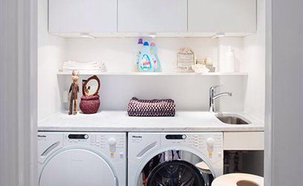 Tvättmaskin och torktumlare under arbetsbänk
