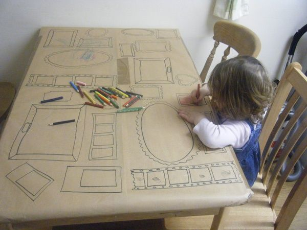 leuk om met kinderen te doen. Teken enkele kaders op grote rol papier, kleef op tafel en laat je kind erop los!