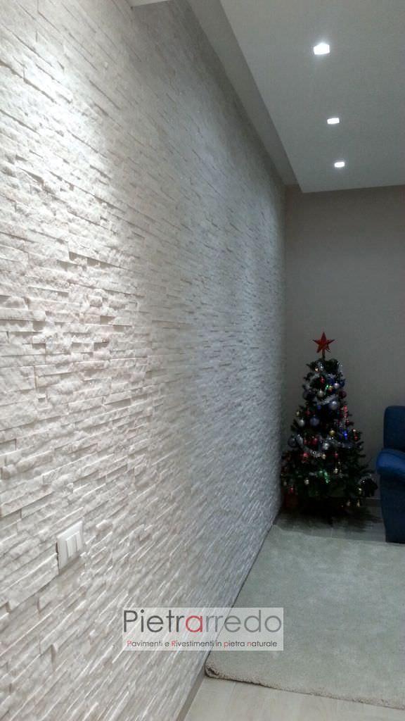 parete-soggiorno-rivestimento-pietra-bianca-ricostruita ...