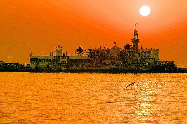 Haji Ali Dargah :-  The Haji Ali Dargah is a mosque and dargah (tomb) located on an islet off the coast of #Worli in the Southern part of #Mumbai.  #travelplaces #wanderlust
