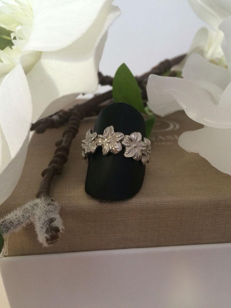 Anello fiori  in argento