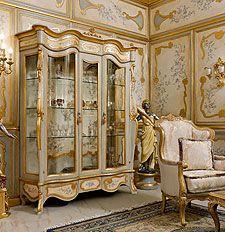 Mobili per la zona giorno classica e di lusso in stile veneziano e fiorentino…