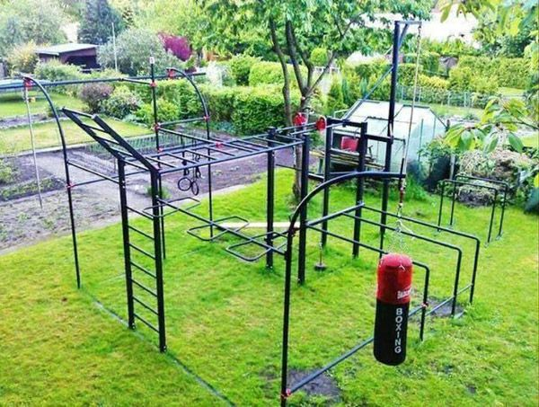 Very Elaborate Monkey Bar Set Up Lots Of Fitness To Be Performed Here Out In The Sun Cool Garage Gym Inspirations Pinterest