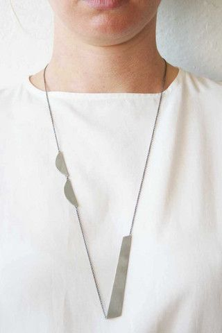 B6-COM necklace black silver by Naoko Ogawa could set flat and wire shapes on chain