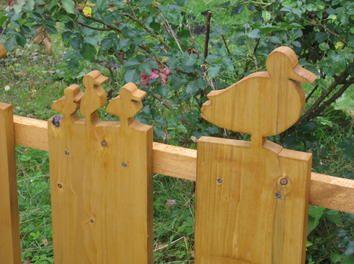 Cute Idea for the fence in your garden #Makeityourhome /// Eine Entenfamiie watschelt durch den Garten...Tolles Projekt für einen Gartenzaun auf der #Bosch #Heimwerker Communtiy: http://www.1-2-do.com/de/projekt/Individueller-Gartenzaun/bauanleitung-zum-selber-bauen/7099/