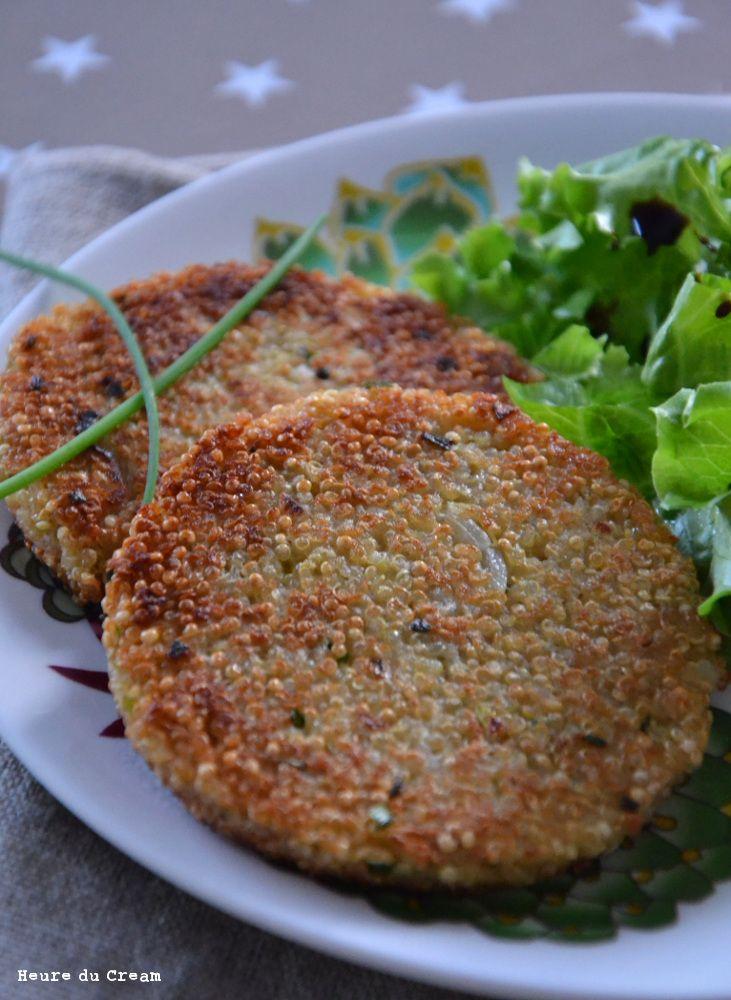 Galettes de quinoa, ciboulette et parmesan Le quinoa, on aime ou on aime pas. Perso, j'adore le quinoa et son petit goût caractéristique. Et j'aime encore plus quand il croustille ! J'avais déjà réali