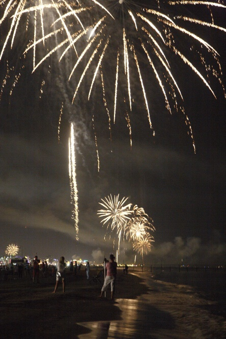 fuochi d'artificio in spiaggia