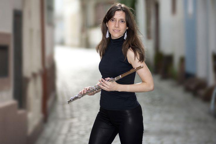 Página web de Elvira Montiel Guirado: Flautista y maestra de yoga. Aplicando el yoga al estilo de vida de los músicos. Fotos de Elvira Montiel Guirado