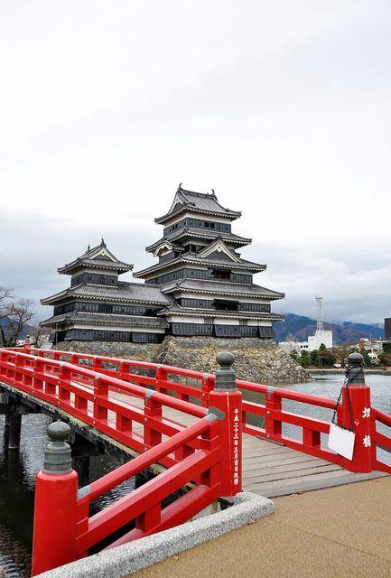 fuckyeahjapanandkorea:      Matsumoto Castle….松本城天守 by Rosanna Leung