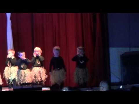 Spectacle 1ère maternelle - Afrique - YouTube