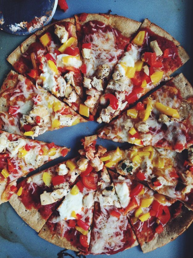 Basil Chicken Pizza with goat cheese and sweet peppers - recipe