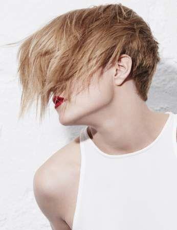 La coupe courte coiffée/décoiffée - Les coupes courtes qui rajeunissent - en 2020   Cheveux ...