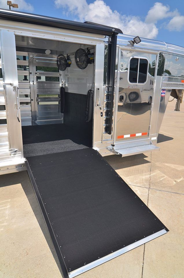4-Star 28' Show Cattle Trailer - Custom ordered with polished slats, stainless steel nose, ramp & CS door, WERM Flooring, Tie rails inside & out, Optronix interior lighting and EZ Lift side ramp. Gulf Coast 4-Star Trailer Sales (877) 543-0733