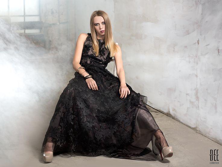 Długa, koronkowa dwuwarstwowa sukienka. Long, two-ply lace dress. http://www.bee.com.pl/e-sklep/