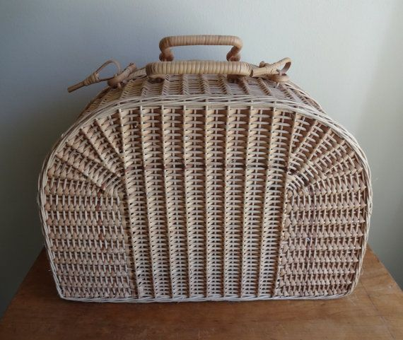 Beautiful tan antique wicker picnic basket от TheMagickAttic