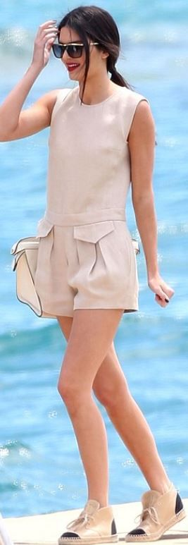 Kendall Jenner: Romper – Longchamp  Shoes – Chanel