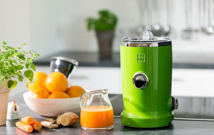 Everything about juicing: the pros and cons, different types of juicers, and how to pick the best juicer based on your time, budget, and preferences