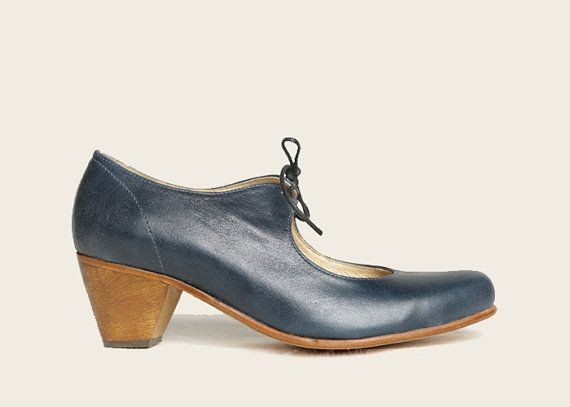 Me fascinan estos Zapatos. Viva chile :) STYLE 1960 Blue Open Shoe by ZapateriaMaestra on Etsy, $115.00
