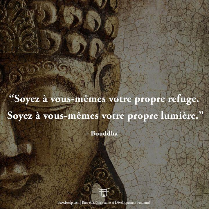 Soyez à vous-mêmes votre propre refuge. Soyez à vous-mêmes votre propre lumière - Bouddha