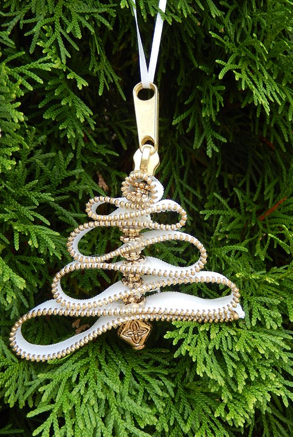 DIY Zipper Christmas Tree ornaments!
