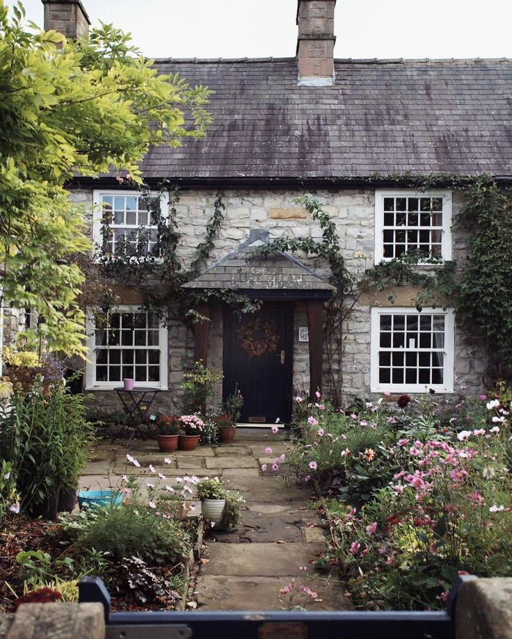 Oltre 25 fantastiche idee su cottage inglesi su pinterest for Case in stile cottage inglese